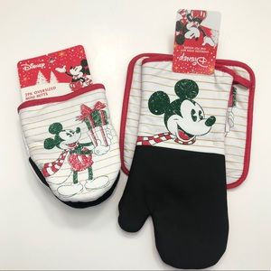 Mickey Mouse Christmas Oven Mitts & Pot Holders
